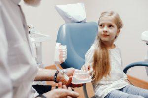 corregir los dientes en niños